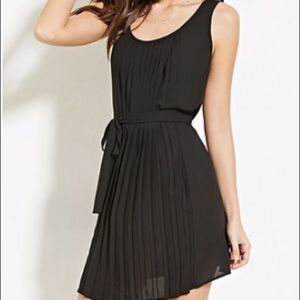 Forever 21 pleated tie waist dress